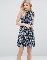 Короткое приталенное платье с высокой горловиной и цветочным принтом I Iska