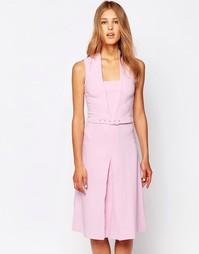 Платье с V-образным вырезом, ремнем и складками спереди Closet