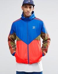 Ветровка с камуфляжным принтом adidas Originals AY8171 - Синий