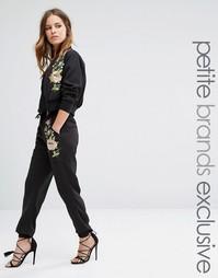 Glamorous Petite Floral Embroidered Jogger - Черный