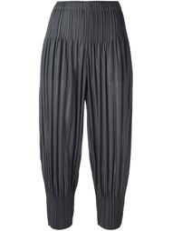 плиссированные брюки с заниженной шаговой линией  Pleats Please By Issey Miyake