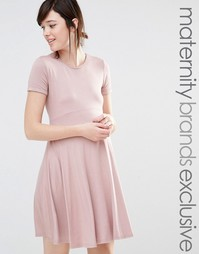 Приталенное платье с короткими рукавами Club L Lounge Maternity