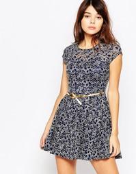 Короткое приталенное платье из блестящего кружева Mela Loves London