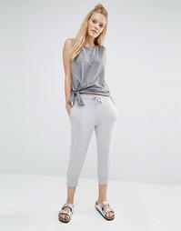 Светло-серые спортивные штаны длиной 3/4 Only Play