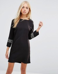 Цельнокройное платье с камуфляжными вставками Daisy Street - Черный
