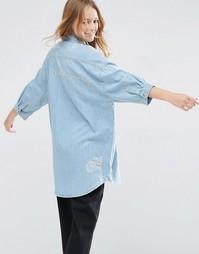 Джинсовая рубашка бойфренда с вышивкой и прорехами ASOS