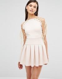 Платье мини со шнуровкой на плечах и складками Lavish Alice - Кремовый
