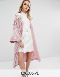 Роскошное бархатное кимоно с нашивками Reclaimed Vintage - Розовый