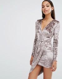 Платье из мятого бархата с запахом и длинными рукавами Club L