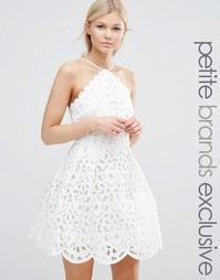 Платье мини для выпускного с вырезами Chi Chi London Petite - Белый