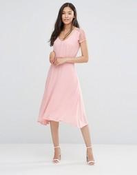 Розовое платье с кружевными рукавами Soaked in Luxury