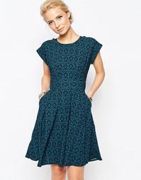 Платье с цветочным принтом и расклешенной юбкой Closet Blu