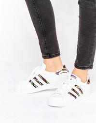 Белые кроссовки с принтом кроше adidas Originals X Farm Superstar