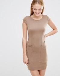 Цельнокройное платье с короткими рукавами и карманами AX Paris - Мокка