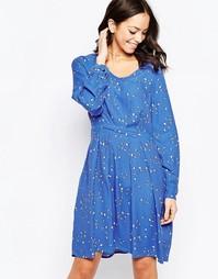 Короткое приталенное платье с длинными рукавами и птичьим принтом Clos Closet
