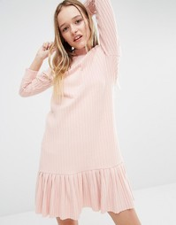 Платье в рубчик с высокой горловиной и кромкой‑оборкой I Love Friday