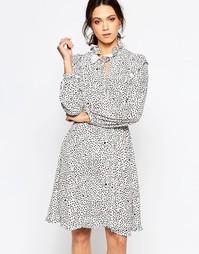 Цельнокройное платье с принтом и высоким воротом Ivana Helsinki Reija