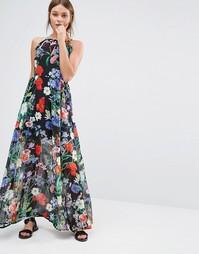 Платье макси с тропическим цветочным принтом QED London - Черный