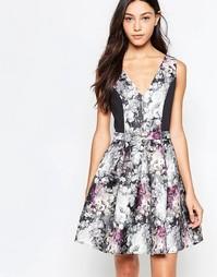 Короткое приталенное платье с цветочным принтом Girls On Film