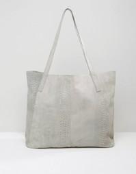 Замшевая сумка-шоппер с тисненым змеиным рисунком ASOS - Серый