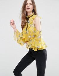 Блузка с цветочным принтом, открытыми плечами и оборками ASOS - Мульти