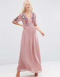 Платье макси с запахом и вышивкой ASOS Premium - Розовый
