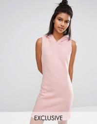 Короткое пастельное платье с капюшоном Nocozo - Румяный розовый