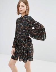 Свободное платье с расклешенными рукавами Style London - Черный мульти