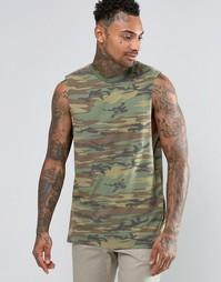 Длинная футболка с заниженными проймами и камуфляжным принтом ASOS