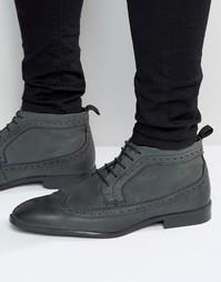 Серые кожаные ботинки чукка с отделкой под броги ASOS - Серый