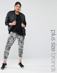 Джоггеры в стиле casual с камуфляжным принтом Boohoo Plus - Серый