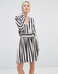 Платье мини в полоску с глубоким V‑образным вырезом Gestuz Philla