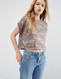 Укороченная футболка с камуфляжным принтом ASOS - Мульти