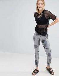 Леггинсы с камуфляжным принтом Nike Leg A See