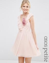 Платье мини с оборкой и V-образным вырезом ASOS PETITE - Телесный