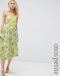Платье с цветочным принтом и кружевной вставкой ASOS PETITE Premium