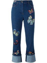 джинсы с вышивкой бабочек Valentino