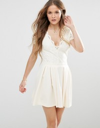 Короткое приталенное платье с кружевным лифом Mela Loves London