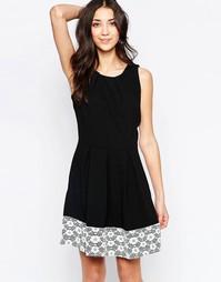 Короткое приталенное платье с кружевной вставкой Wal G - Черный