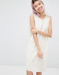 Платье без рукавов Monki - Бежевый