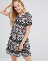 Короткое приталенное платье с принтом пейсли Vero Moda - Wild paisley