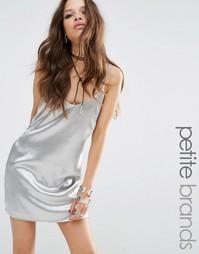 Платье-комбинация с эффектом металлик Glamorous Petite - Серебряный