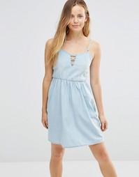 Короткое приталенное джинсовое платье со шнуровкой спереди Only