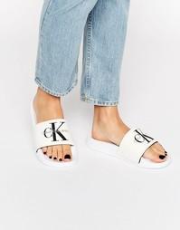 Белые шлепанцы Calvin Klein Jeans Chantal - Белая холщовая ткань