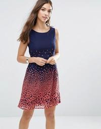 Приталенное платье с принтом Yumi - Темно-синий