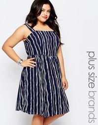 Короткое приталенное платье в полоску Lovedrobe Plus