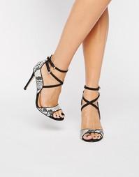 Босоножки на каблуке с ремешками Miss KG Steffan