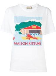 футболка с принтом ангара Maison Kitsuné