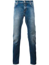 джинсы кроя слим с эффектом потертости Closed