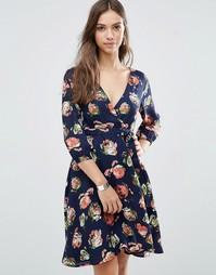Платье с запахом, рукавами 3/4 и цветочным принтом Yumi - Темно-синий